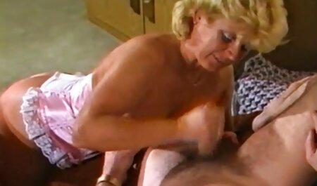 Lány veszi le a retro teljes erotikus filmek magyarul ujjú fehérnemű az ágyon szexi nylon Magassarkú