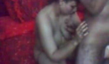 Ez a teljes felnőtt filmek tetovált Tini egyenruhában játszik vele punci