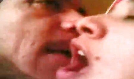 Szőke, Nagy Cicik, ragadt az erotikus teljes filmek ujját a puncijában a kamera előtt