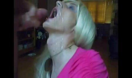 Több pózba helyezi, mielőtt utána jön. teljes pornofilmek