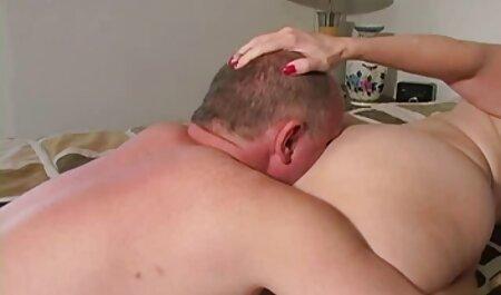 Vörös Tinka teljes szex filmek magyarul Vanna veszi le a testét a fehérneműt, maszturbál.