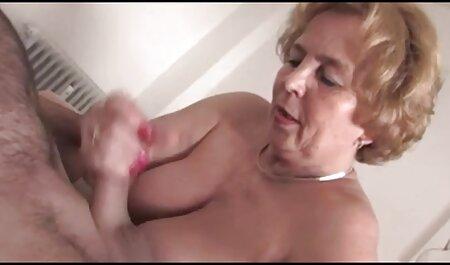 Rövid hajú lány szereti a teljes pornofilmek kutya póz