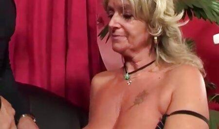 Játssz a húgy, miközben egy zuhany teljes pornofilmek egy észbontó Catia.