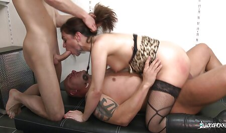 Szeret behatolni a teljes szex filmek magyarul puncijába játékokkal.