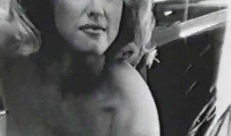 Csinos Szőke megpróbálja apa teljes porno film farkát punci
