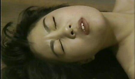 Ez teljes erotikus filmek magyarul a lány tökéletes mellek ujjait a nedves punci